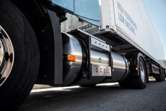 Volvo LNG (5) (Medium)