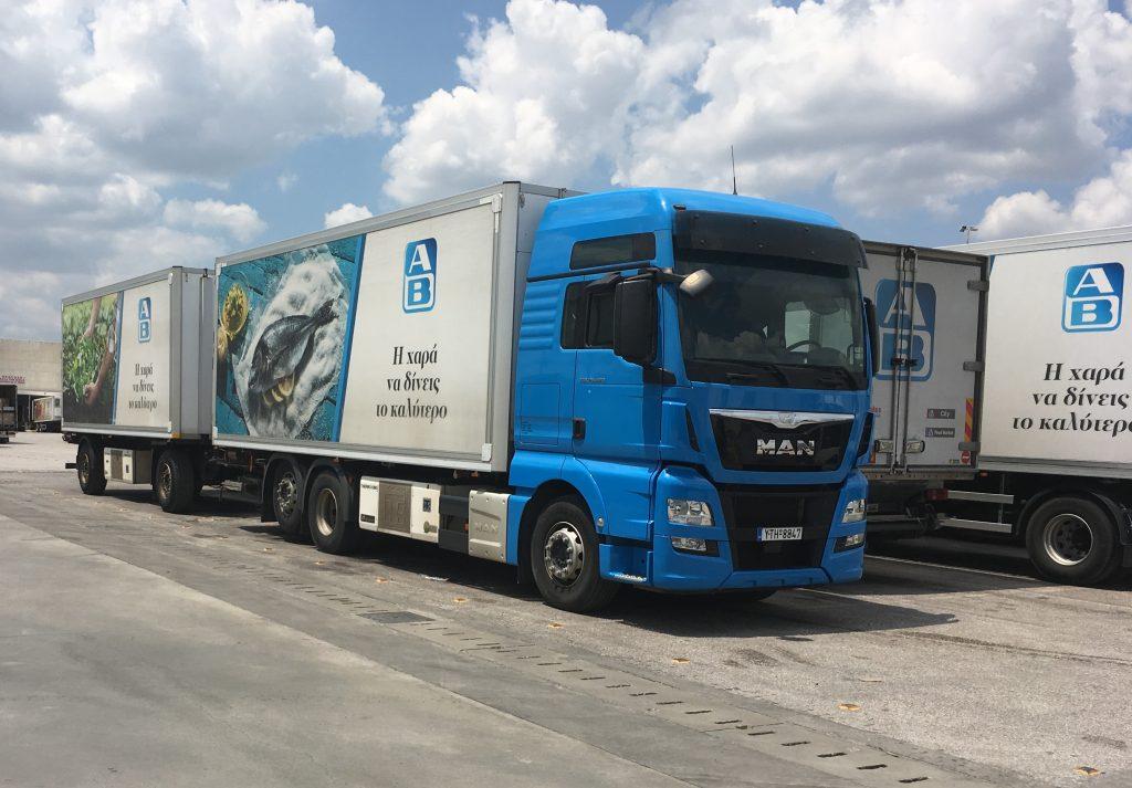 Κάποια από τα πρόσφατα αποκτηθέντα ΜΑΝ φορτηγά της ΑΒ Βασιλόπουλος πάνω στα οποία έγινε η εκπαίδευση στο πρόγραμμα MAN ProfiDrive®.