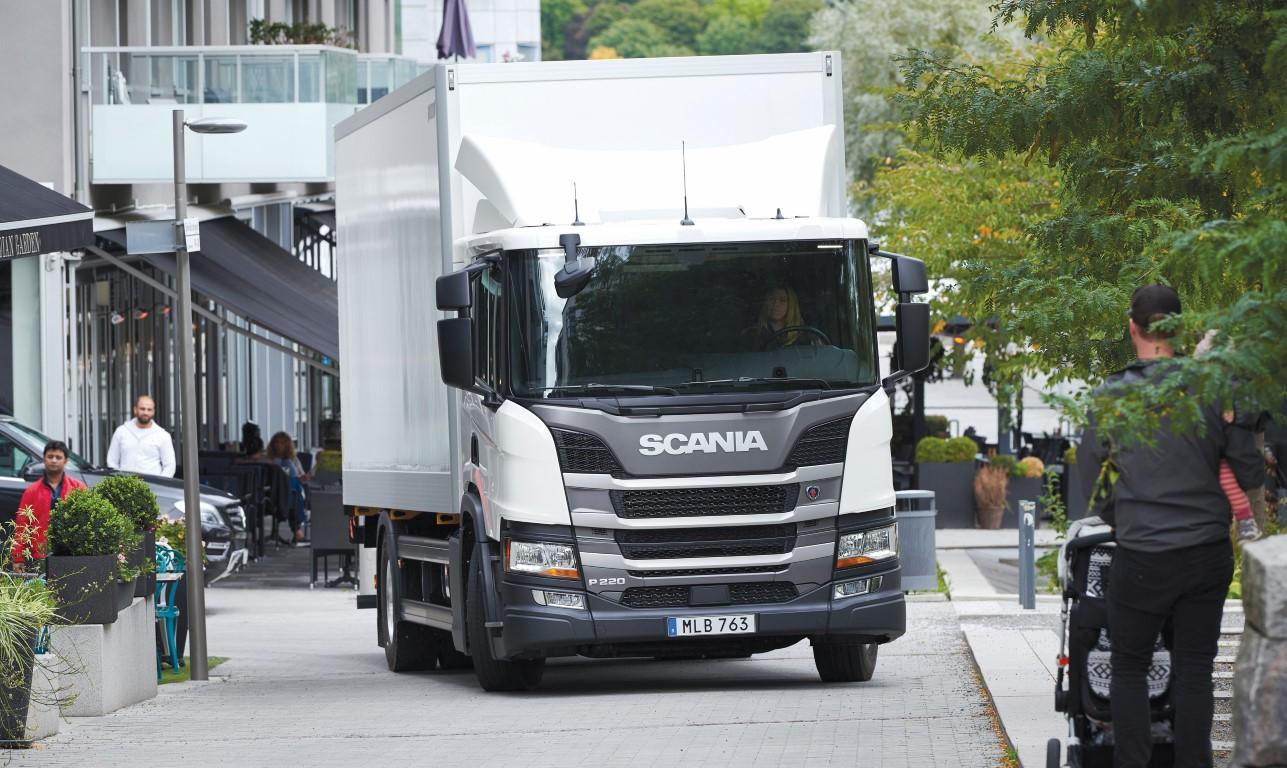 Scania P 220 4x2 box body