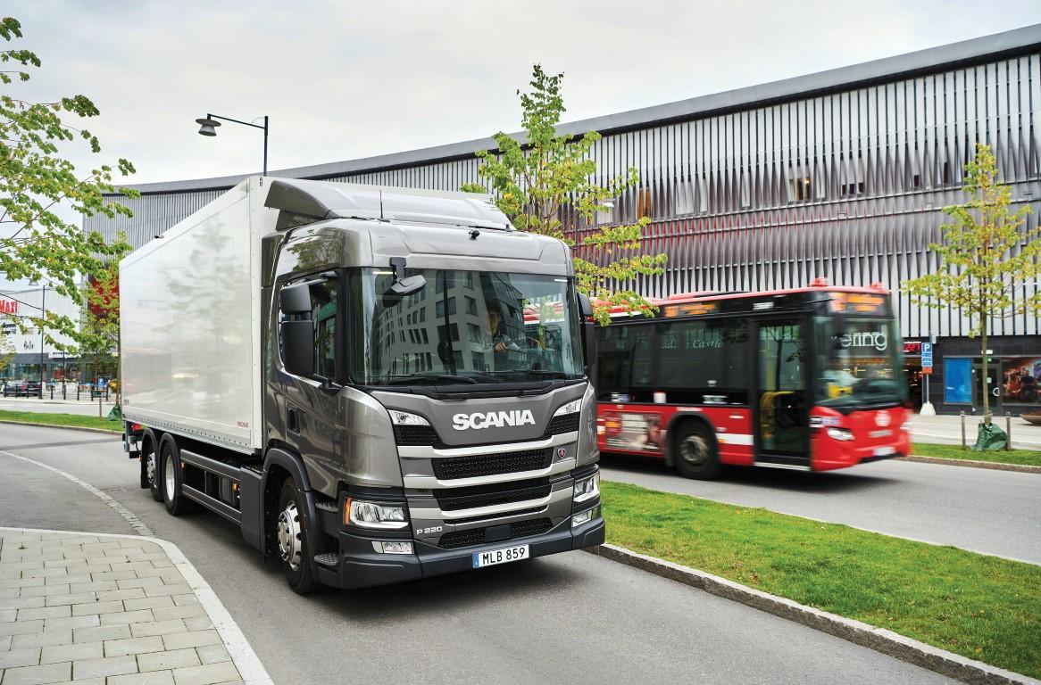 Scania P 220 4x2 box body 17254-035