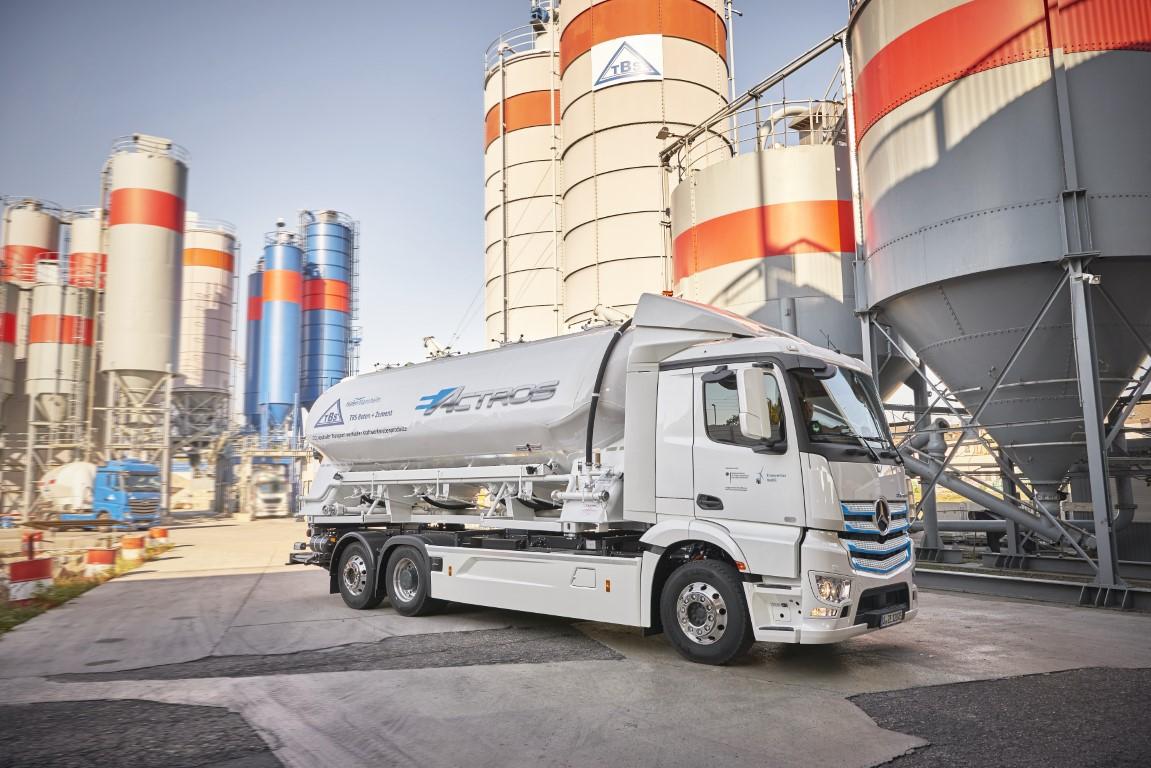 Mercedes-Benz Trucks zieht Zwischenbilanz: Elektro-Lkw eActros seit über einem Jahr erfolgreich im Kundeneinsatz  Progress report from Mercedes-Benz Trucks: eActros electric truck successfully tested by customers for over a year