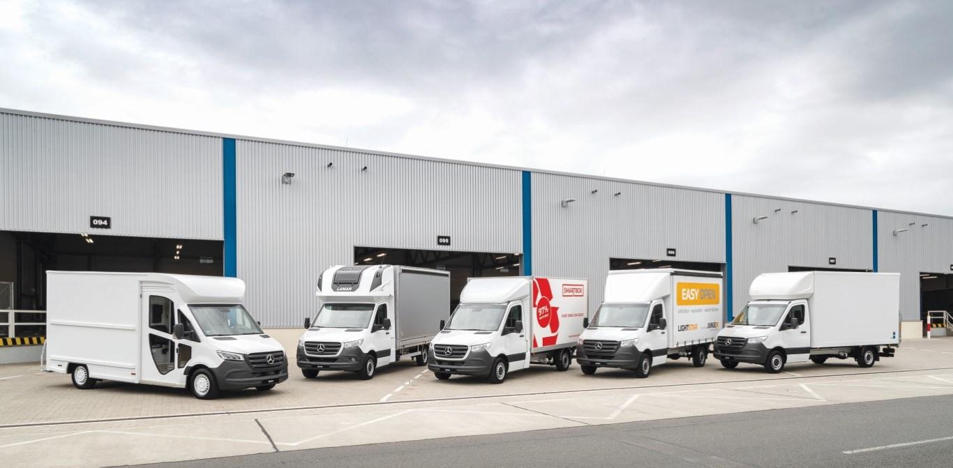 Mercedes-Benz Sprinter – Branche KEP und Logistik (Fedex P45+), Spier, Exterieur, Mercedes-Benz Sprinter – Branche KEP und Logistik (Pritsche mit Plane Spriegel und Topsleeper), Lamar, Exterieur, Mercedes-Benz Sprinter – Branche KEP und Logistik (Kofferaufbau Smartbox 3.0 mit Ladebordwand), Smartbox, Exterieur, Mercedes-Benz Sprinter – Branche KEP und Logistik (Kofferaufbau mit seitlicher Schiebeplane), Junge, Exterieur, Mercedes-Benz Sprinter – Branche KEP und Logistik (Kofferaufbau), VFS Luton, Exterieur Mercedes-Benz Sprinter – Branch CEP and Logistic (Fedex P45+), Spier, Exterior, Mercedes-Benz Sprinter – Branch CEP and Logistic (Sprinter pickup with canvas cover, roof arch and top sleeper), Lamar, Exterior, Mercedes-Benz Sprinter – Branch CEP and Logistic (Truck with smartbox 3.0 and tail lift), Smartbox, Exterior, Mercedes-Benz Sprinter – Branch CEP and Logistic (Box body with lateral sliding canvas cover), Junge, Exterior, Mercedes-Benz Sprinter – Branch CEP and Logistic (Box body), VFS Luton, Exterior