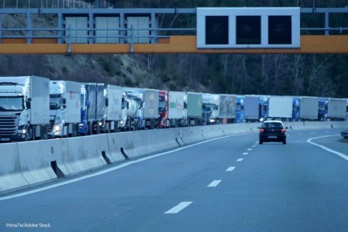 Δημιουργούνται «πράσινες λωρίδες» ταχείας κυκλοφορίας για την αποσυμφόρηση των φορτηγών και τη ροή των αγαθών εντός της Ε.Ε.