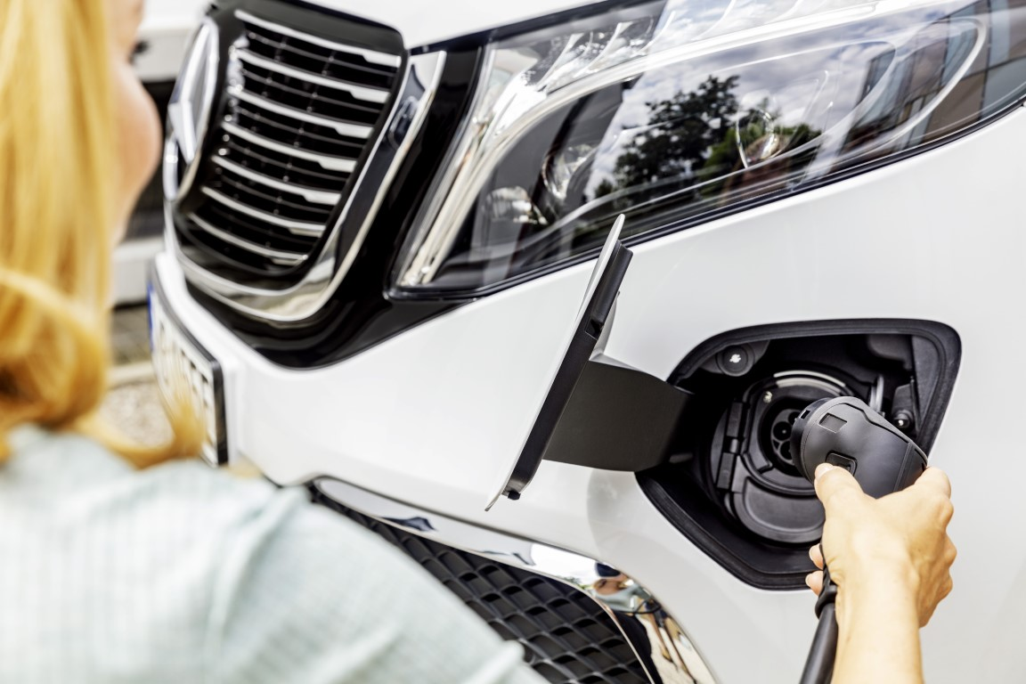 The new Mercedes-Benz EQV – Exterior, Mountain crystal white metallic, black panel radiator grille with chrome fins, charging connection in the bumper;combined power consumption: 27.0 kWh/100 km; combined CO2 emissions: 0 g/km*, provisional figures