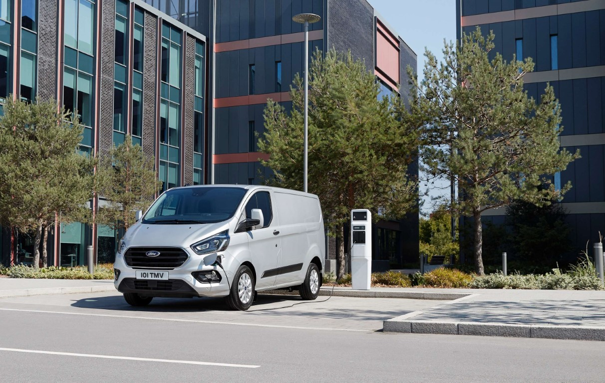 Ford reveals production version of new Transit Custom plug-in hy