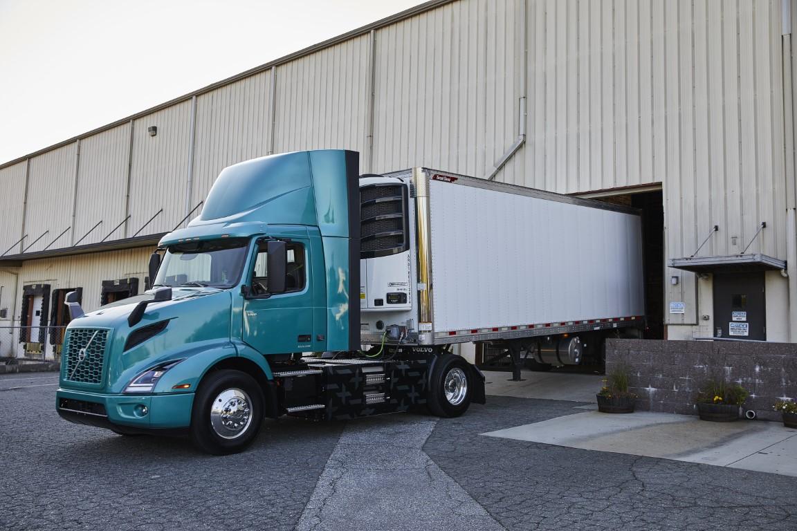 Volvo Trucks Ξεκινάει στην Β. Αμερική την εμπορική διάθεση του ηλεκτρικού VNR