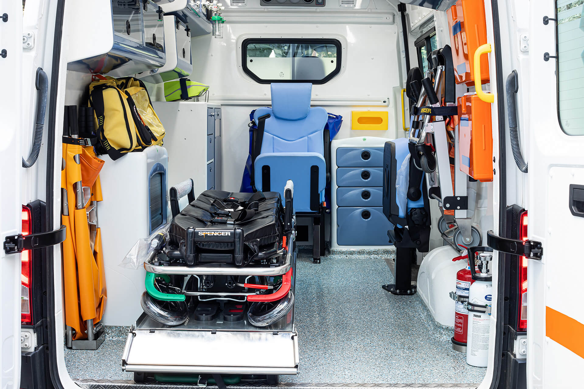 Kosmocar Δωρεά ασθενοφόρου Volkswagen Crafter στο Ε.Κ.Α.Β (3)
