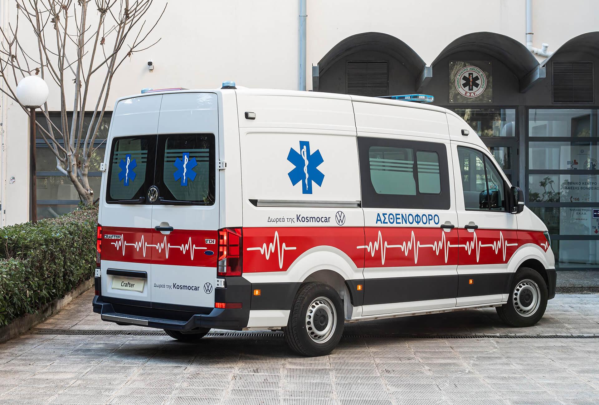 Kosmocar Δωρεά ασθενοφόρου Volkswagen Crafter στο Ε.Κ.Α.Β (4)