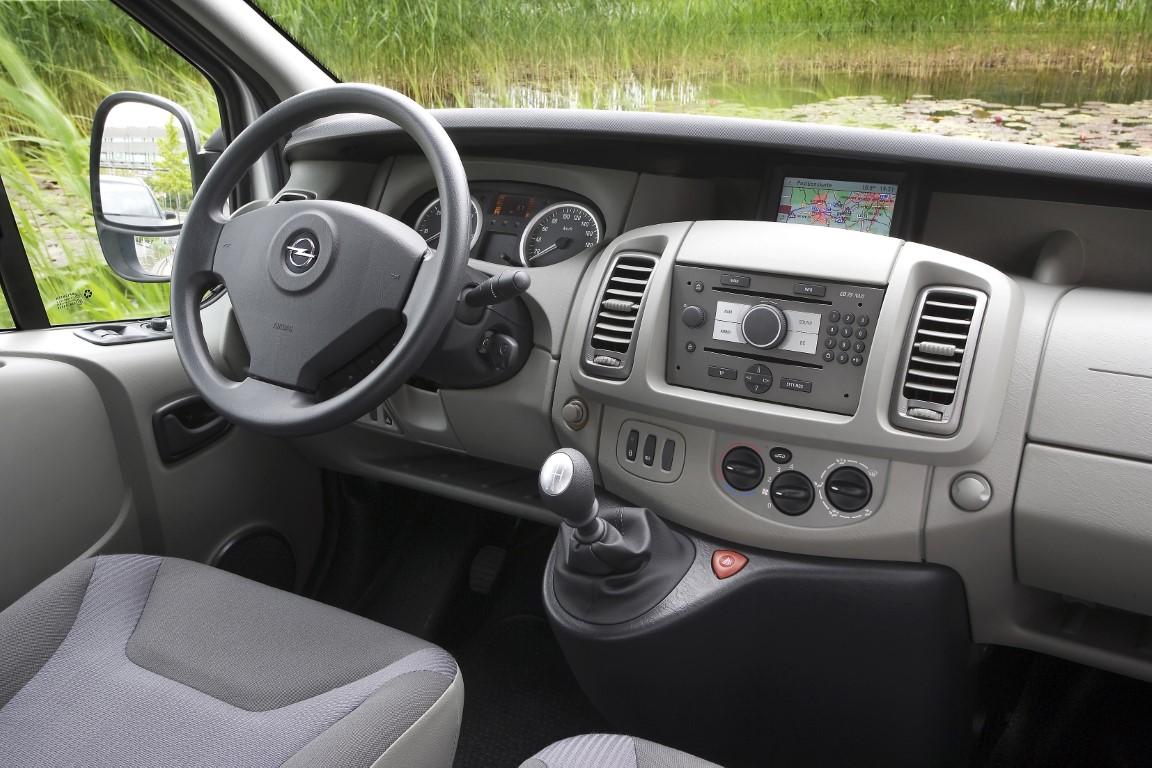 04-Opel-Vivaro-A-Interior-213130 (Medium)