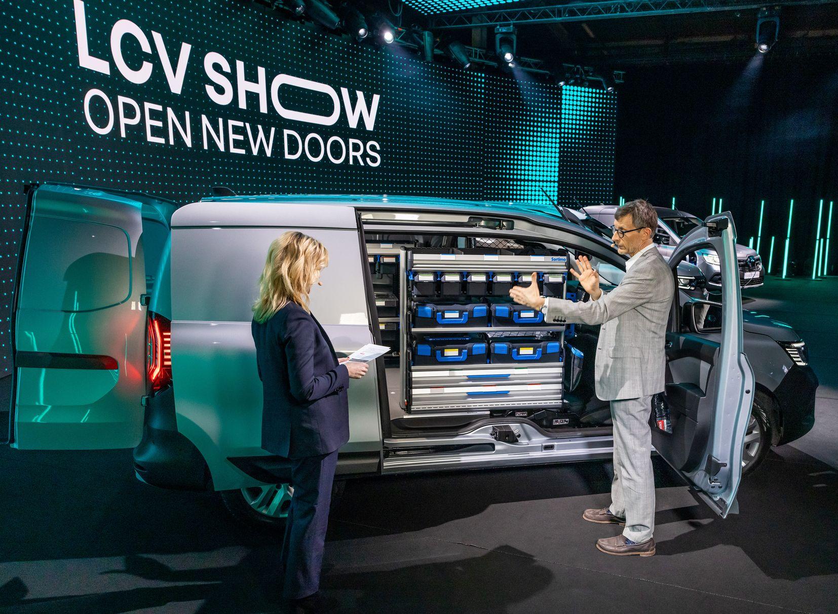 12-2021 - RENAULT LCV SHOW OPENS NEW DOORS_low