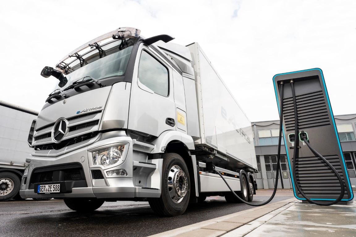 E-Mobility: Mercedes-Benz Trucks schließt strategische Partnerschaft für Ladeinfrastruktur mit Siemens Smart Infrastructure, ENGIE und EVBox Group E-Mobility: Mercedes-Benz Trucks establishes a strategic charging infrastructure partnership with Siemens Smart Infrastructure, ENGIE and EVBox Group