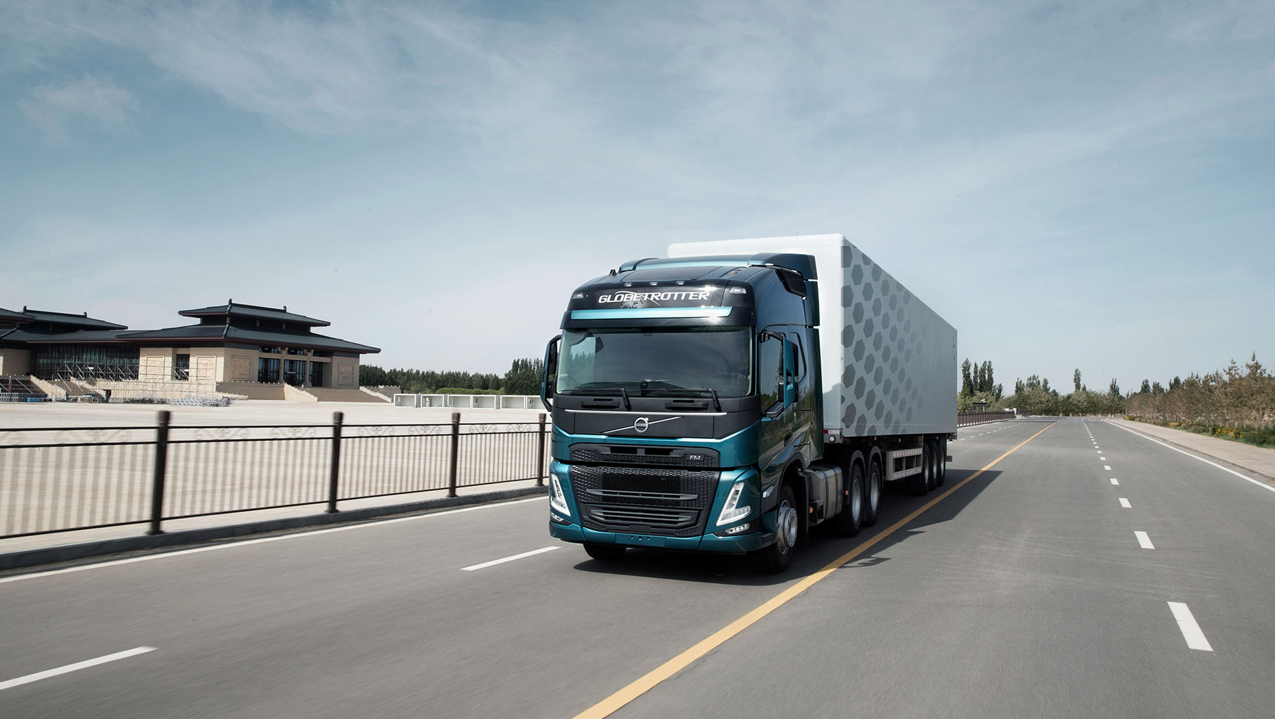 volvo-fm-on-the-road-china